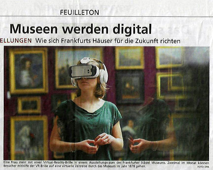 Eine Museumsbesucherin mit VR-Brille